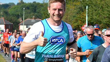 RSPCA marathon runner thumbs up © RSPCA photolibrary
