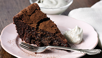Raisin and bitter chocolate mud cake