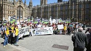 Stop live transport group outside parliament