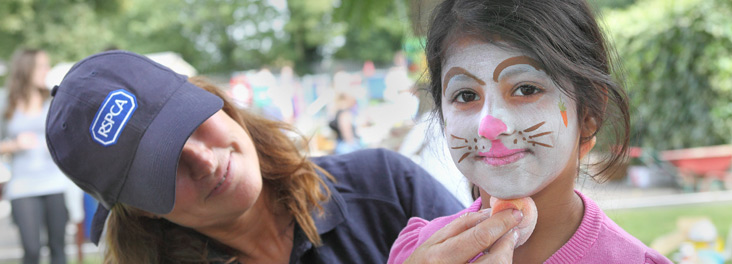 Face painting at community open day in London © RSPCA photolibrary